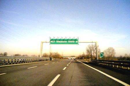 Autostrada-pneumatico abbandonato
