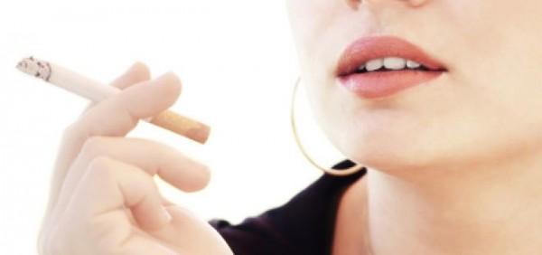 sigaretta sul balcone