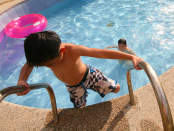 caduta piscina